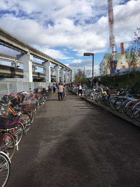万博記念公園駅からガンバ大阪新スタジアム(市立吹田スタジアム)に行く。ららぽーとエキスポシティの横の道