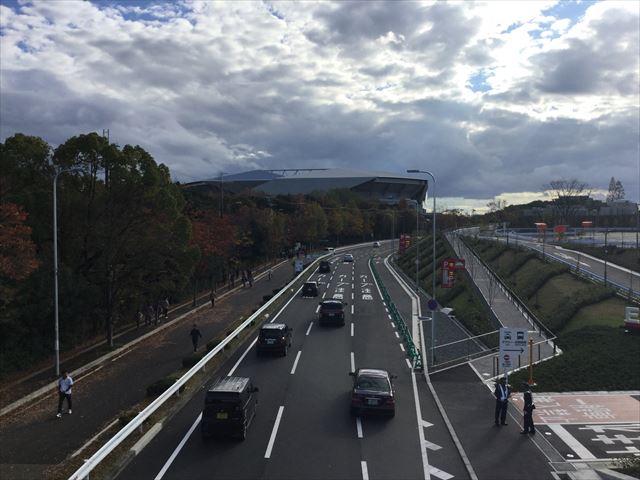 歩道橋から見たガンバ大阪新スタジアム(市立吹田スタジアム)